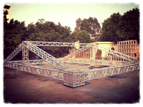 We offer rentals of truss and staging elements, conventional